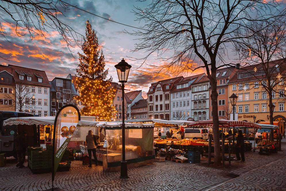Jenaer Marktplatz zur Weihnachtszeit am morgen, Markt in Jena Thüringen